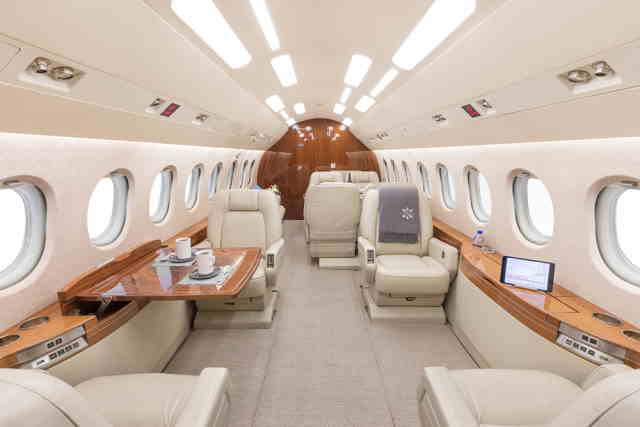 фото частного самолета Dassault Falcon 2000