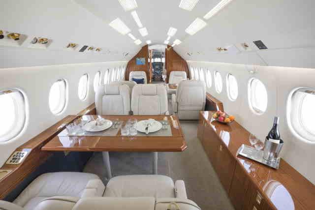 интерьер салона самолета Dassault Falcon 2000 EX