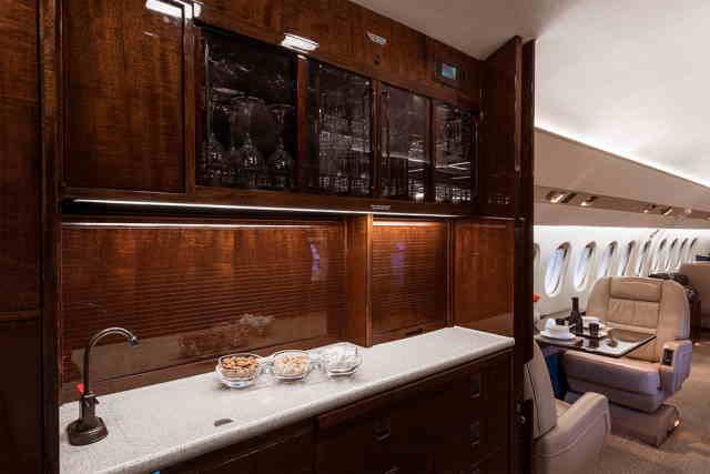 интерьер салона самолета Dassault Falcon 900
