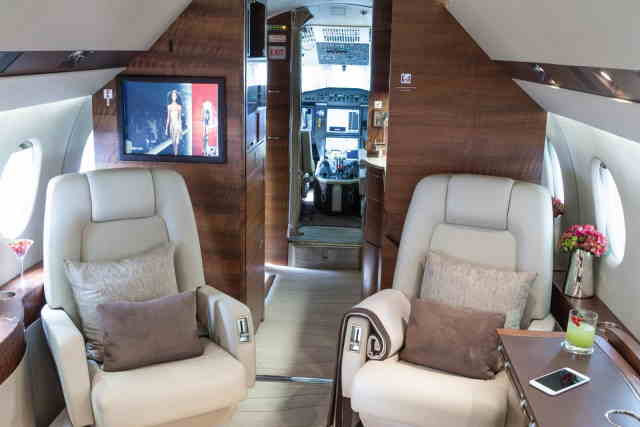 интерьер салона самолета Dassault Falcon 900 DX