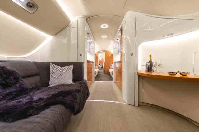 фото частного самолета Embraer Lineage 1000