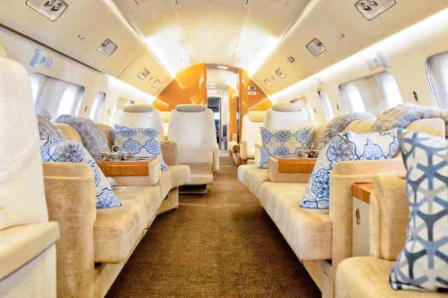 интерьер салона самолета Embraer Lineage 1000