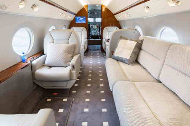 интерьер салона самолета Gulfstream G350