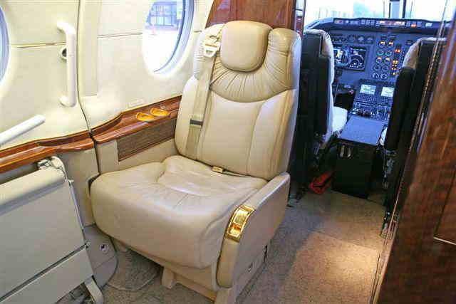 арендовать бизнес джет Hawker 400XP