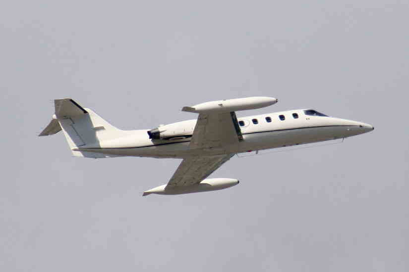 самолет Learjet 25