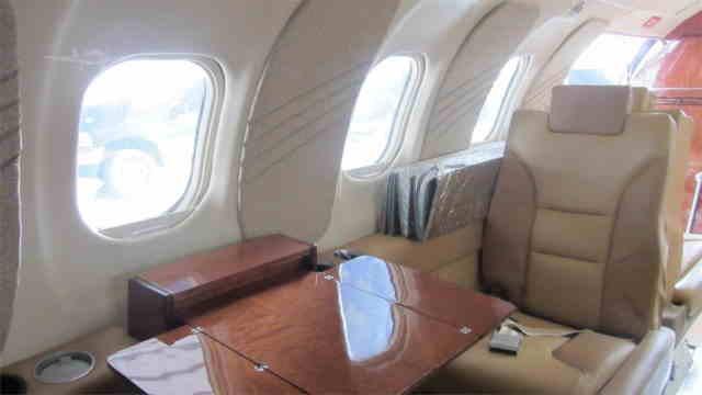 фото частного самолета Learjet 25