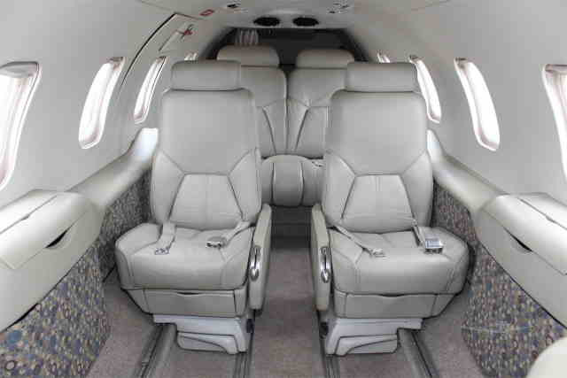 интерьер салона самолета Learjet 31