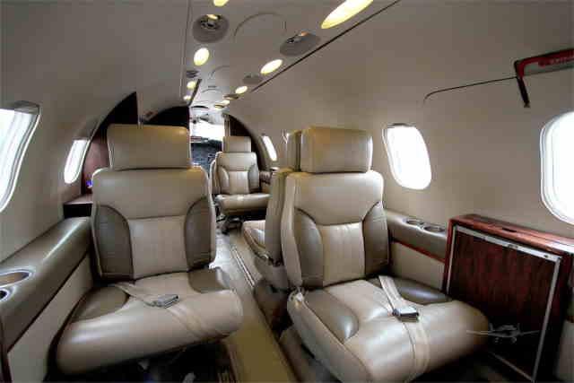 фото частного самолета Learjet 35