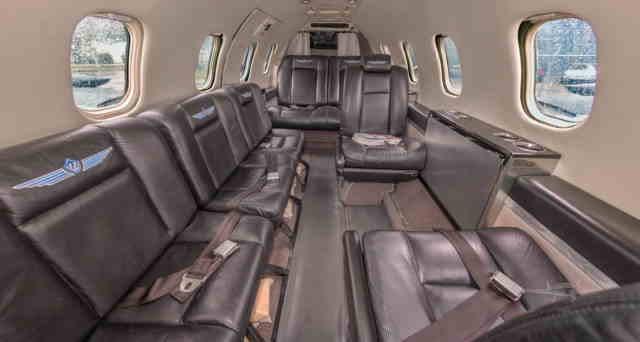 интерьер салона самолета Learjet 35