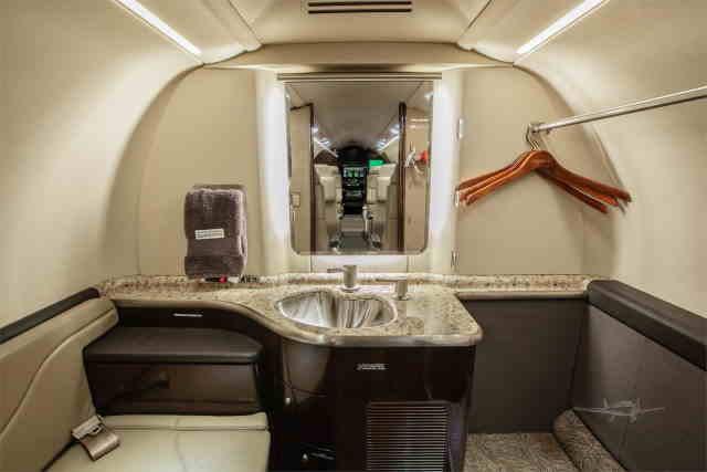 фото частного самолета Learjet 40 XR