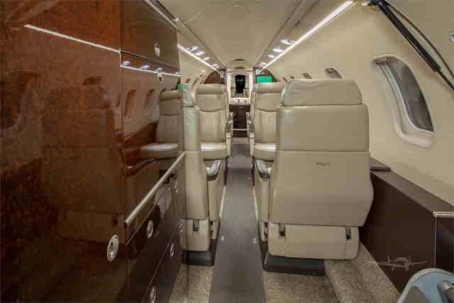 интерьер салона самолета Learjet 40 XR