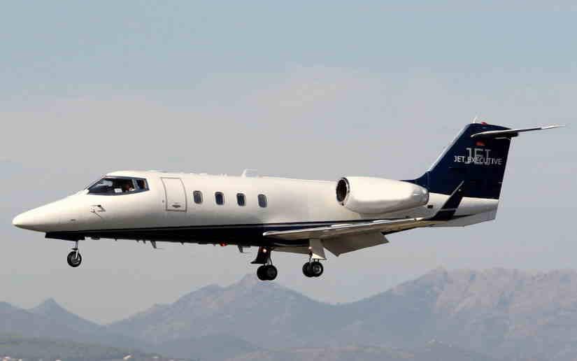 самолет Learjet 55