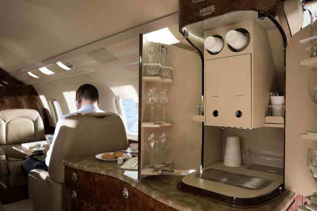 интерьер салона самолета Learjet 60XR