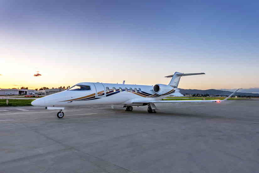 самолет Learjet 70