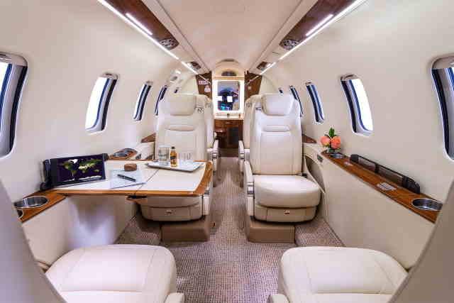 фото частного самолета Learjet 70