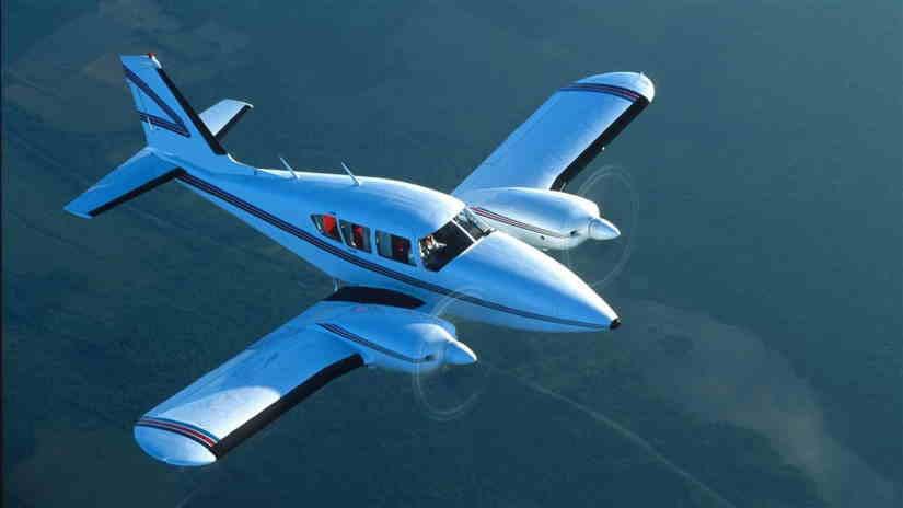 самолет Piper Aztec