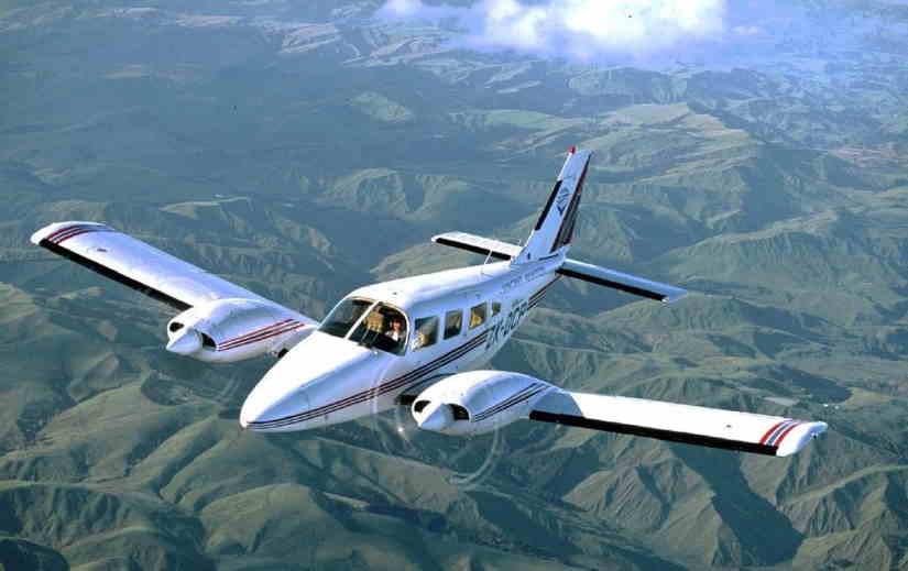 самолет Piper PA34 Seneca