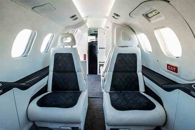 фото частного самолета SJ30-2