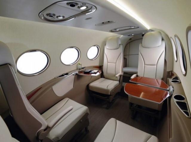 фото частного самолета AdamJet A700