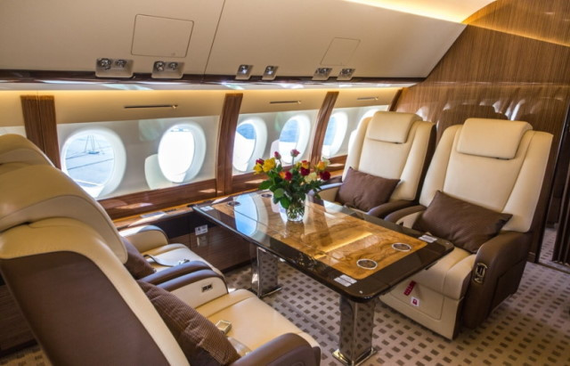 интерьер салона самолета Sukhoi Business Jet