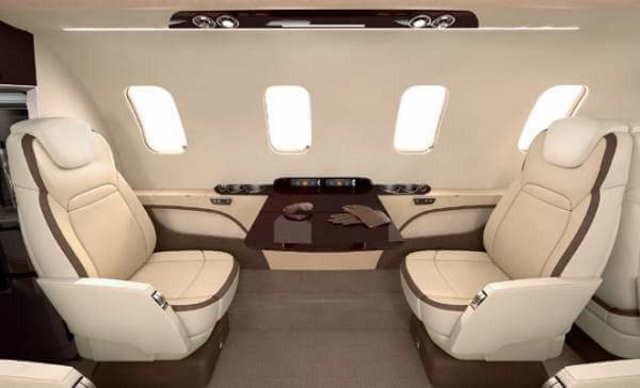 интерьер салона самолета Beechcraft Hawker 700