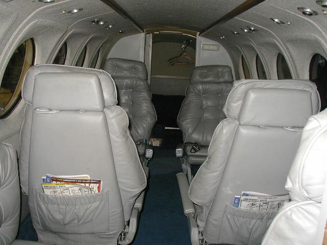 интерьер салона самолета Beechcraft King Air 100