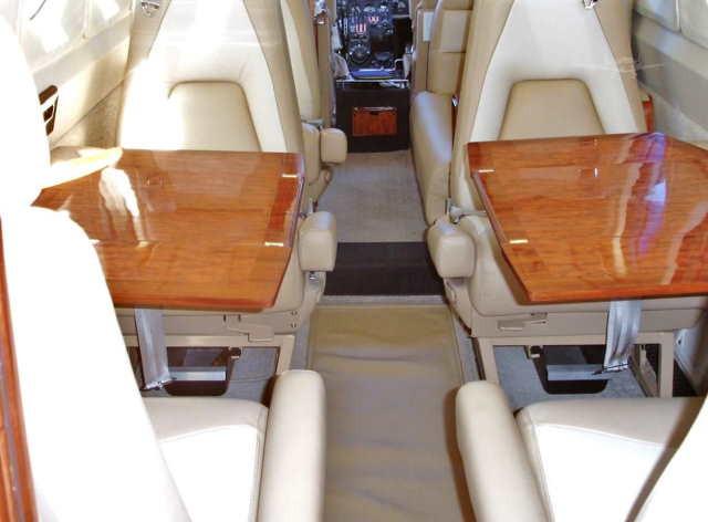 интерьер салона самолета Beechcraft King Air 200