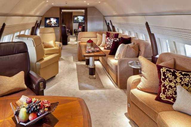 интерьер салона самолета Boeing Business Jet 2