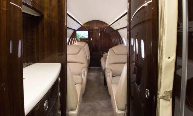 бизнес джет Bombardier Challenger 300 в России