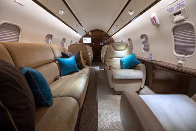 аренда самолета Bombardier Challenger 300