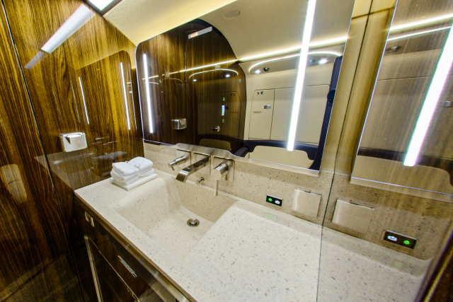 интерьер салона самолета Bombardier Challenger 350