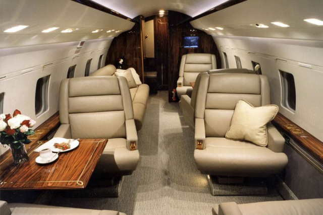 интерьер салона самолета Bombardier Challenger 601