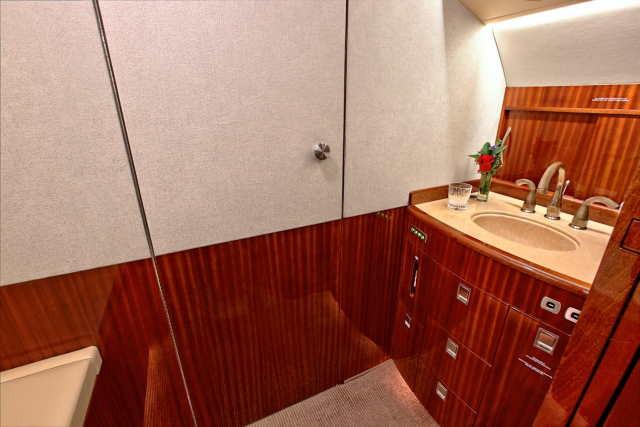 интерьер салона самолета Bombardier Challenger 604