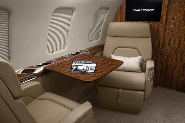 интерьер салона самолета Bombardier Challenger 650