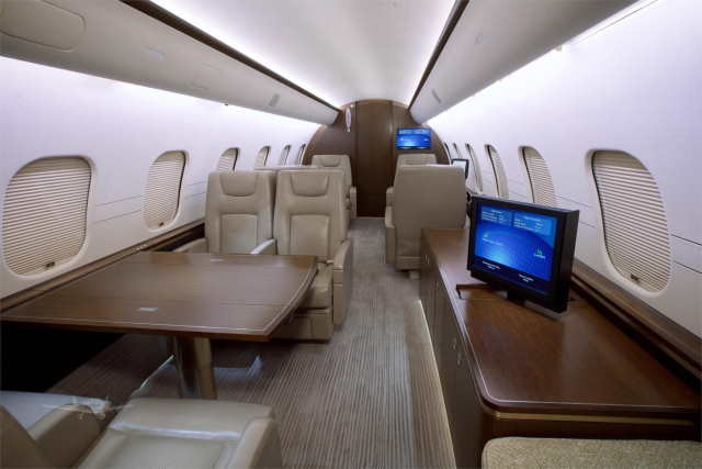 интерьер салона самолета Bombardier Global 5000
