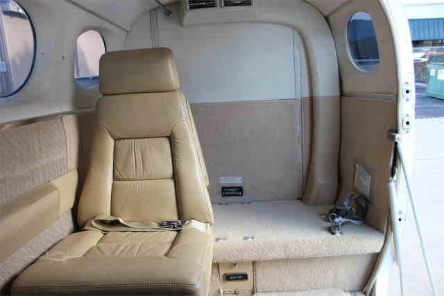 интерьер салона самолета Cessna 340