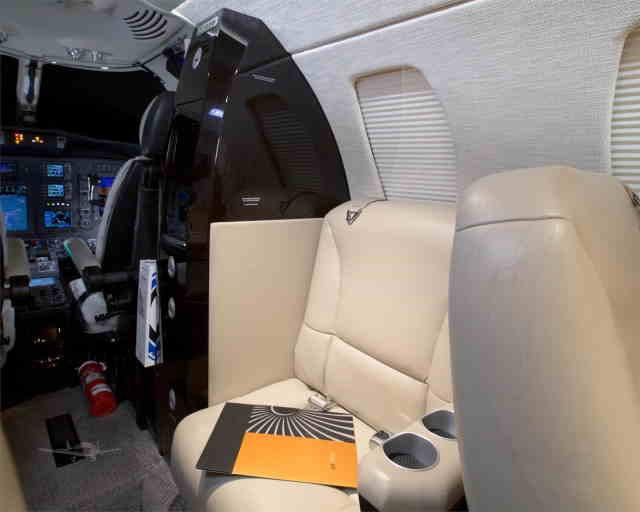 интерьер салона самолета Cessna Citation CJ3